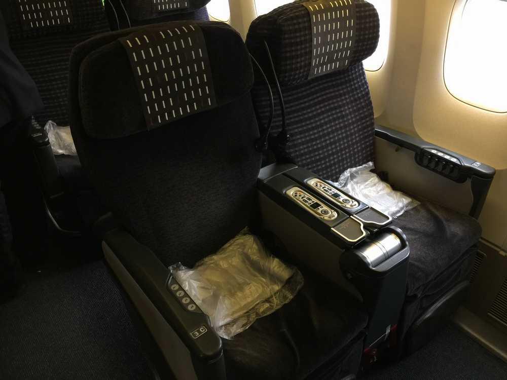 JAL876ビジネスクラスのシート画像