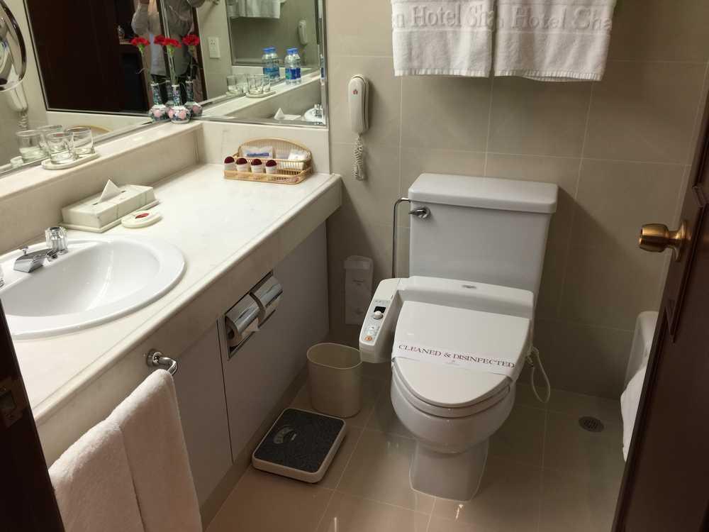 オークラガーデンホテル上海のウォシュレット付きトイレ画像