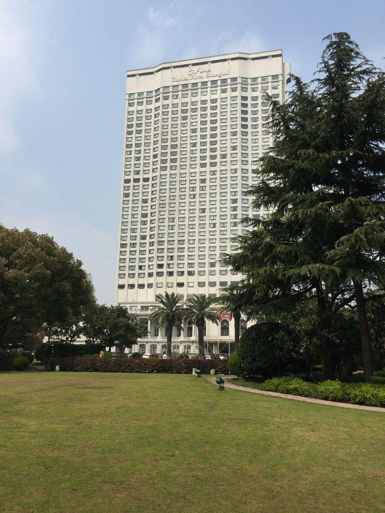 オークラガーデンホテル上海の建物と庭園画像