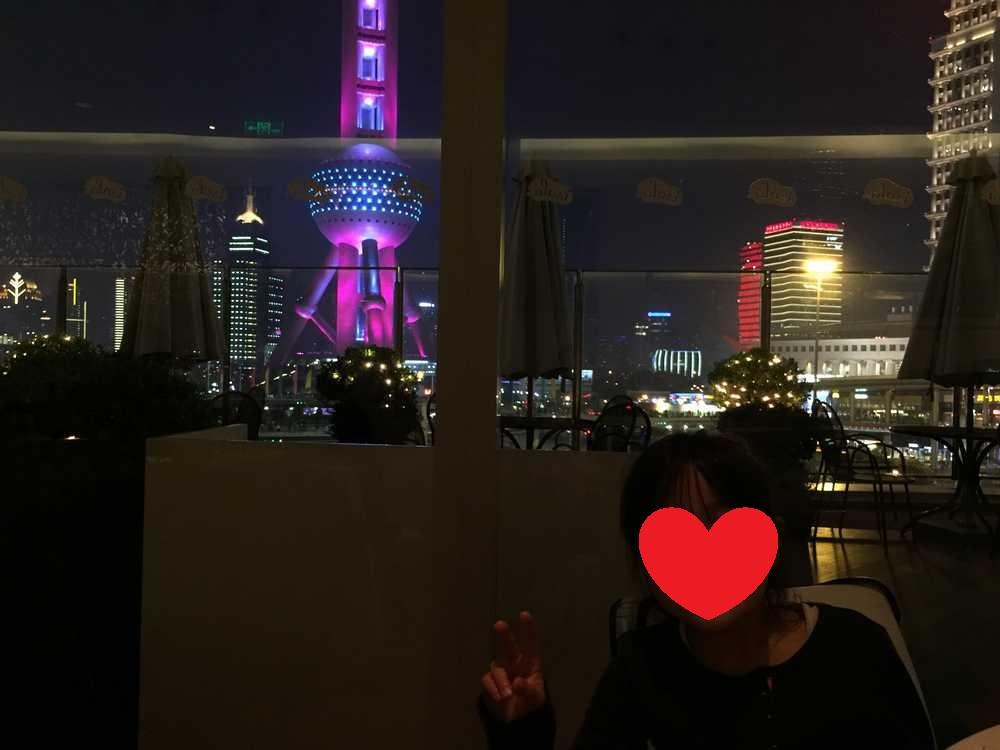 オリエンタルパールタワーと娘画像
