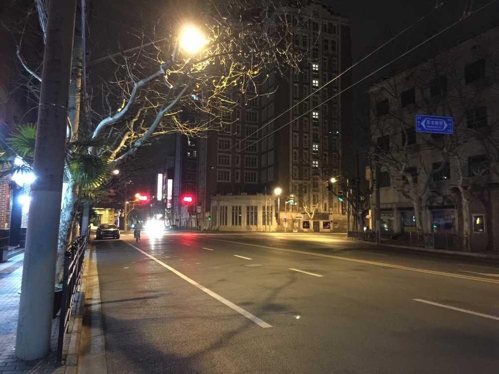 上海の深夜の道路画像