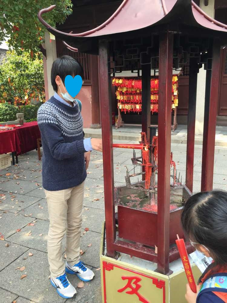 上海孔子廟内の蝋燭奉納画像