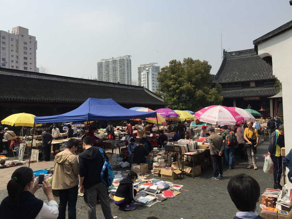 上海孔子廟内の青空古本市画像