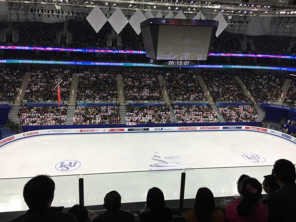 世界フィギュアスケート選手権2015男子ショートプログラム・客席の日の丸画像